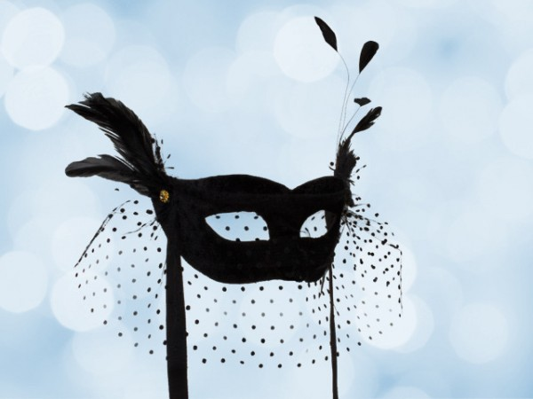 Costume mask in black with voile